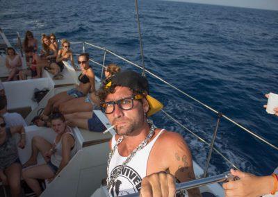 booze cruise barcelona 8